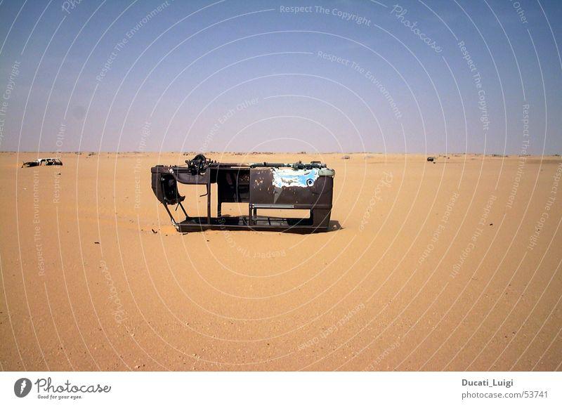 no way out Ende Wüste Bus Afrika Schrott Skipiste Sahara Mangel Schiffswrack Panne Niger Ténéré-Wüste Benzinmangel