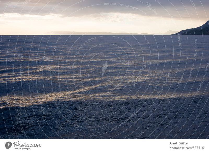 Krisselwellen Ferien & Urlaub & Reisen Sommer Meer Wellen Natur Wasser Himmel Wolken Wetter Wind Küste Bucht blau gelb Kroatien Farbfoto Gedeckte Farben