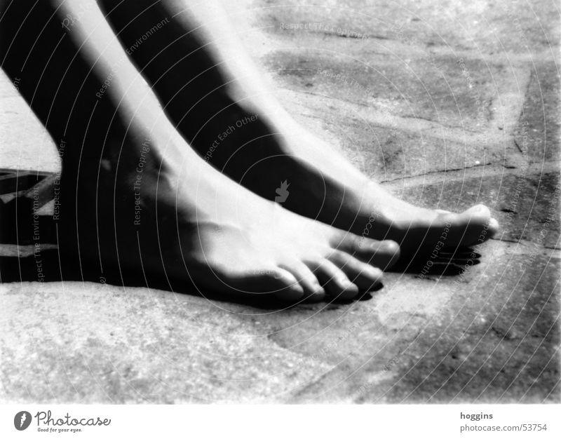 kontakt schön geschmackvoll weich Sicherheit ruhig Zehen Stimmung angenehm aufregend geheimnisvoll schwarz weiß ästhetisch Außenaufnahme nachbearbeitet Fuß