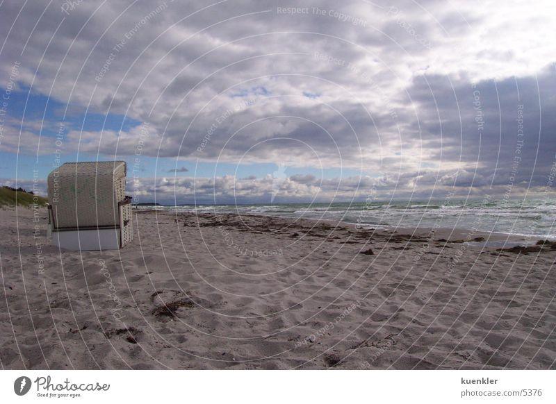 Strand Strandkorb Meer nass Licht Wasser Sand Sonne