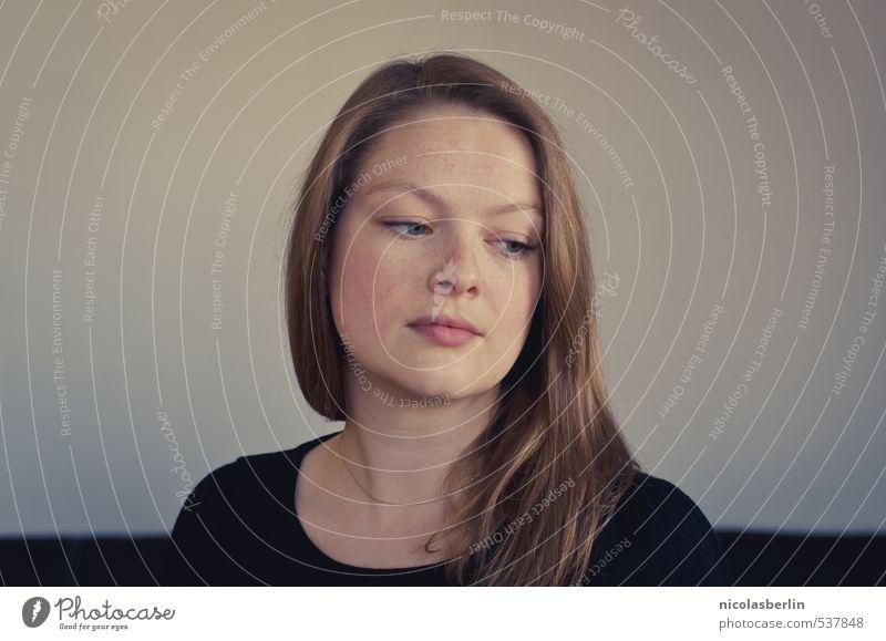 Montags Portrait 74 - We're half awake in a fake empire schön feminin Junge Frau Jugendliche Erwachsene Gesicht 1 Mensch 18-30 Jahre blond langhaarig Denken