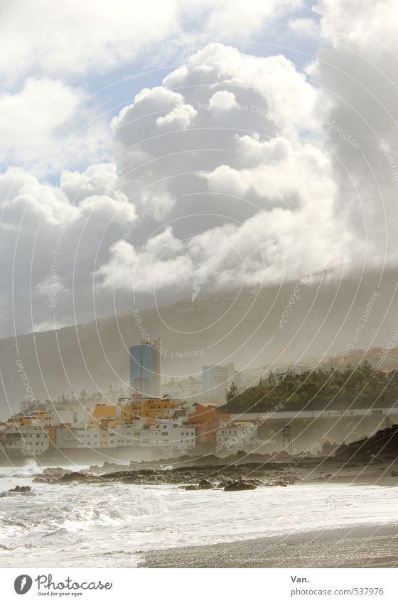 Puerto de la Cruz [4] Ferien & Urlaub & Reisen Tourismus Landschaft Wasser Himmel Wolken Hügel Wellen Küste Strand Teneriffa Kleinstadt Haus Hochhaus wild Dunst