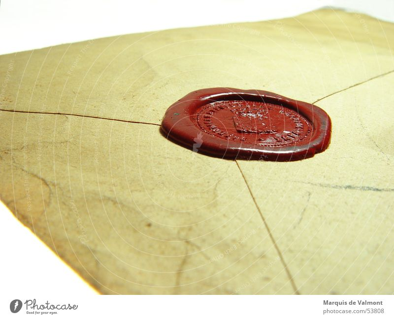 Mit Brief und Siegel alt geschlossen Papier Information geheimnisvoll Schriftstück Brief Mitteilung Briefumschlag privat Zusteller Unterlage Siegel vertraulich