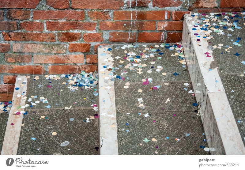 närrische Reste in Ecken Freude Wand Mauer lustig Feste & Feiern Stimmung Party Treppe dreckig glänzend verrückt Fröhlichkeit Stern (Symbol) Karneval Jahrmarkt