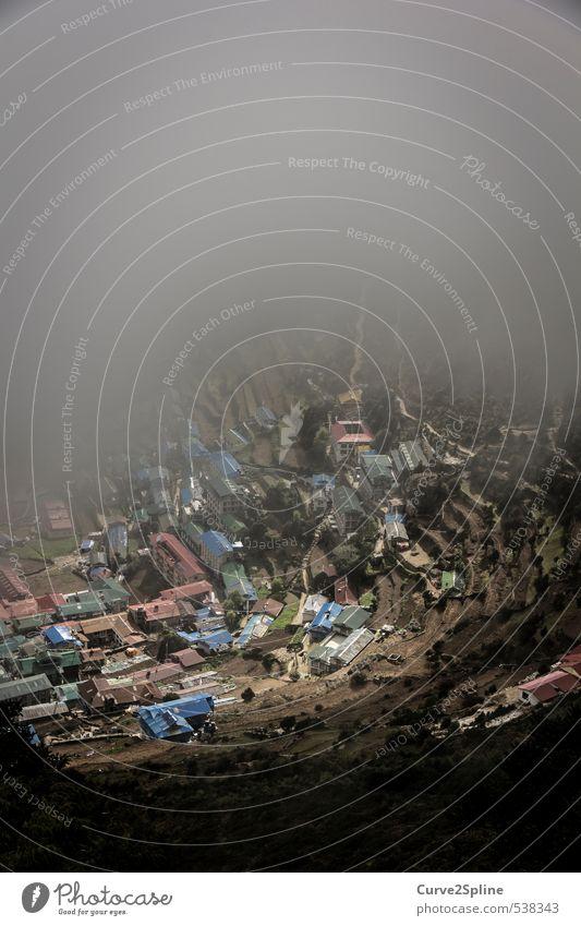 Blickfeld Landschaft Nebel Berge u. Gebirge Namche Bazar Dorf Kleinstadt Haus Dach dunkel Nepal Himalaya Eyecatcher Bildausschnitt Farbfoto Außenaufnahme Tag