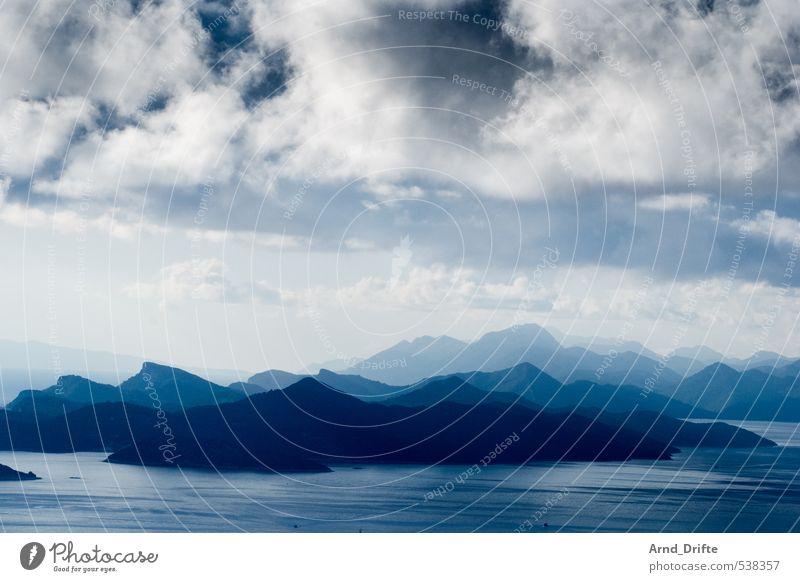 Schichten IV Himmel Natur Ferien & Urlaub & Reisen blau Wasser Sommer Landschaft Wolken Ferne Berge u. Gebirge Küste Felsen Tourismus Ausflug Hügel Seeufer