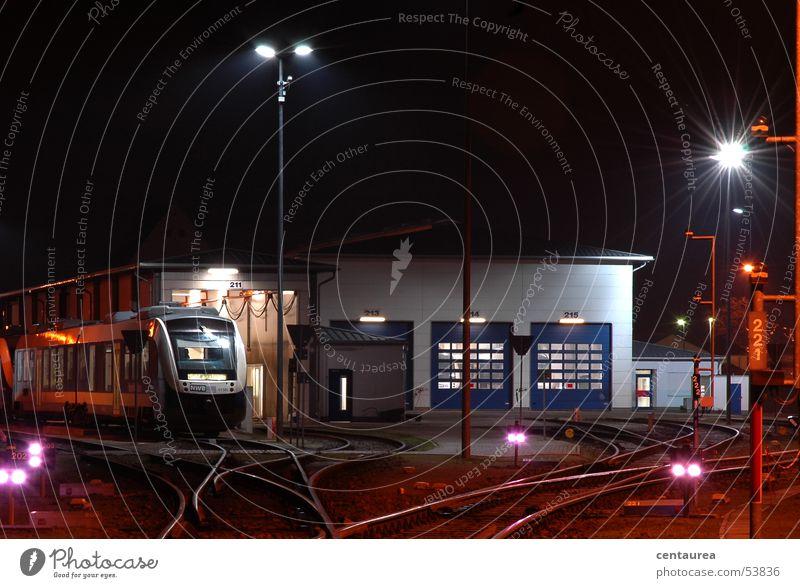 Schichtwechsel Arbeit & Erwerbstätigkeit Beginn Eisenbahn Bahnhof Fernweh