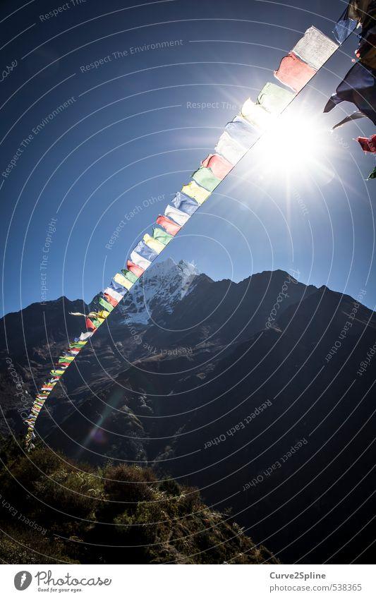 Nepal Natur Kultur Gebetsfahnen Religion & Glaube Himalaya Berge u. Gebirge Schneefall Sonnenlicht Gipfel mehrfarbig Himmel Fahne Farbfoto Außenaufnahme