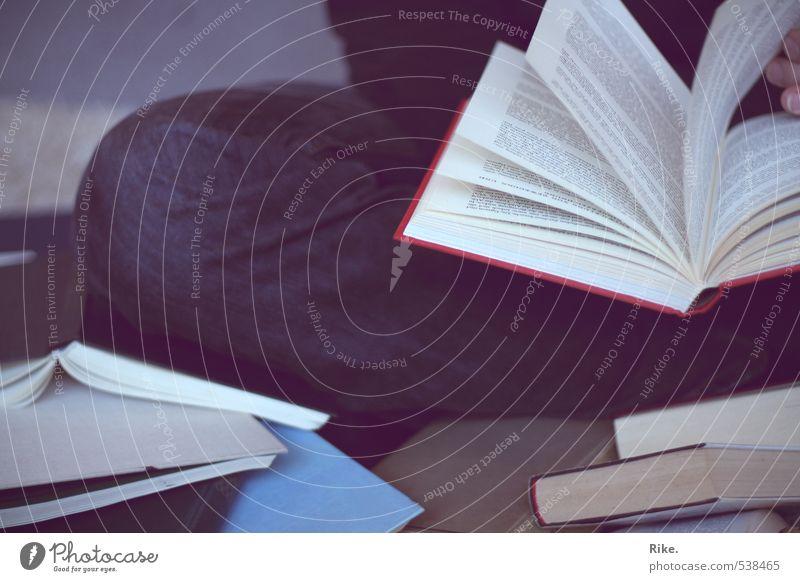 Leselust. Mensch Erholung Schule Freizeit & Hobby Schriftzeichen Buch lernen Studium lesen Kultur Bildung Erwachsenenbildung Medien Student Wissenschaften