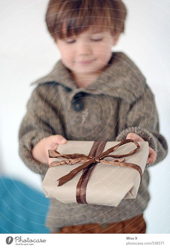Für Mami (kein Auto) Mensch Kind Weihnachten & Advent Freude Liebe Gefühle Junge Feste & Feiern Stimmung Freundschaft Geburtstag Kindheit Geschenk niedlich Wunsch Kleinkind