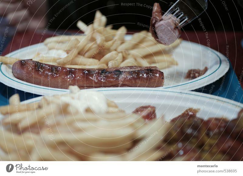Duisburg | Bratwurst | Pommes Lebensmittel Wurstwaren Pommes frites Ketchup Essen Mittagessen Fastfood Imbiss Teller Gabel Kunststoff genießen Duft dünn