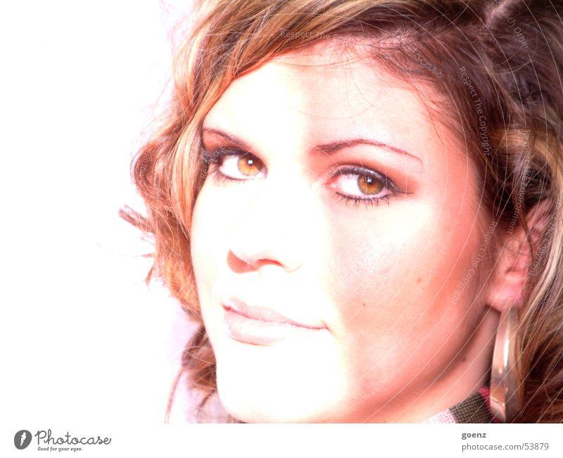 Frech.... Frau schön Model Beautyfotografie brünett Schminke Kosmetik Gesicht Ohrringe ausdrucksstark Auge Mund Haare & Frisuren