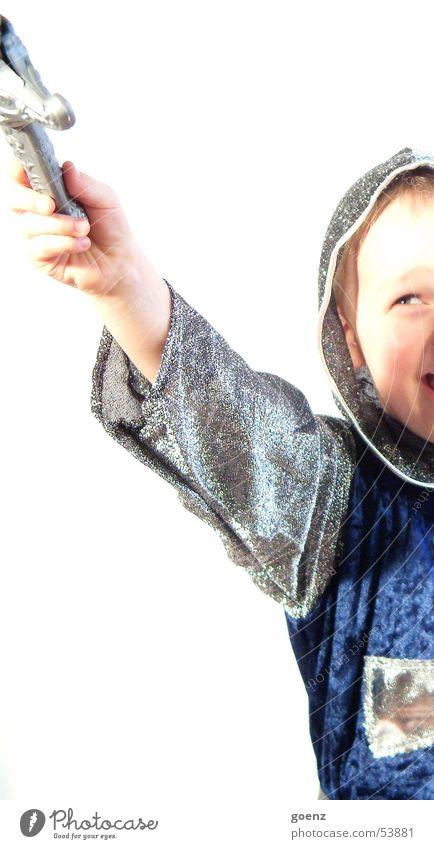 Rittergeschichten Kind Junge Spielen Karneval kämpfen verkleiden Mittelalter Schwert Rüstung Kindheitstraum