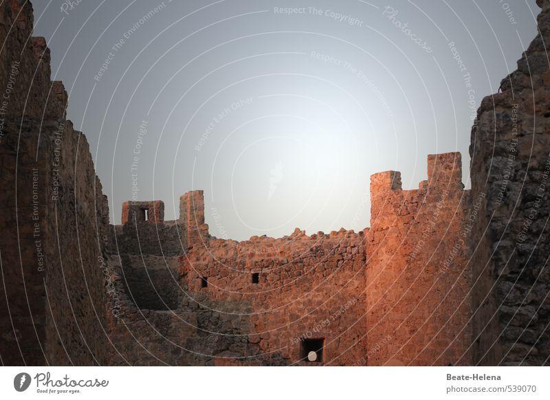 hieb- und stichfest | Trutzburg in Spanien Häusliches Leben Wohnung Himmel Sommer Dorf Burg oder Schloss Ruine Stein Sand alt leuchten außergewöhnlich