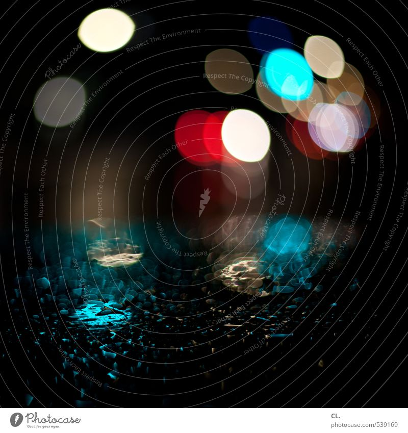 durch die nacht schlechtes Wetter Regen Stadt Verkehr Verkehrsmittel Straßenverkehr Autofahren PKW ästhetisch dunkel Autodach Wassertropfen Tropfen nass feucht