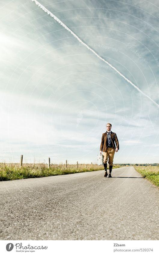 8mm ON TOUR! Himmel Natur Jugendliche Ferien & Urlaub & Reisen Einsamkeit Landschaft Junger Mann 18-30 Jahre Erwachsene Straße Bewegung Wege & Pfade Stil gehen