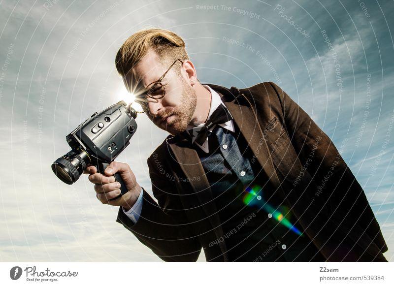 8mm CAMERA ON! Himmel Jugendliche Wolken Junger Mann Erwachsene Herbst Stil maskulin Idylle elegant blond Lifestyle Schönes Wetter beobachten Brille Coolness