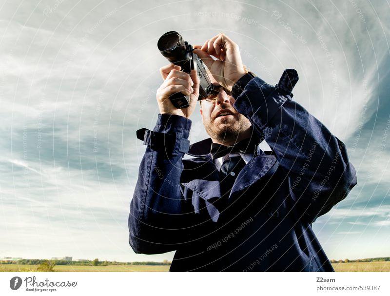 8mm CAMERA ON! Lifestyle elegant Stil Ausflug maskulin Junger Mann Jugendliche 30-45 Jahre Erwachsene Landschaft Himmel Herbst Schönes Wetter Wiese Mode