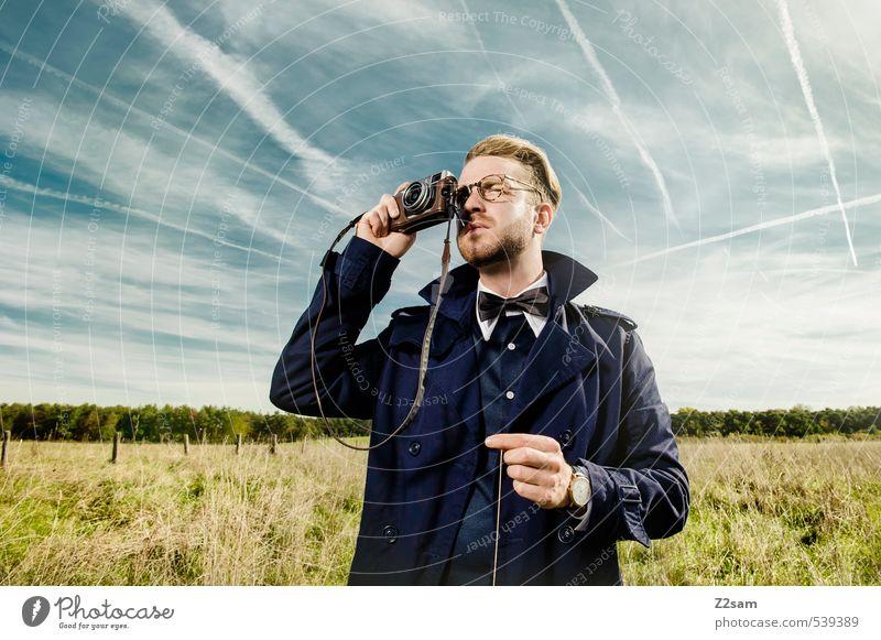 THE PHOTOGRAPHER Lifestyle elegant Stil Ausflug maskulin Junger Mann Jugendliche 30-45 Jahre Erwachsene Natur Landschaft Himmel Herbst Schönes Wetter Wiese Hemd