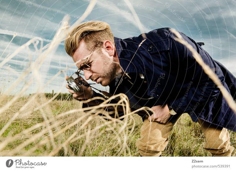 THE PHOTOGRAPHER Lifestyle elegant Stil Ausflug maskulin Junger Mann Jugendliche 1 Mensch 18-30 Jahre Erwachsene Natur Landschaft Himmel Herbst Schönes Wetter