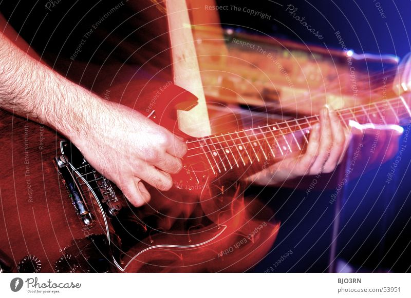 Frickelfinger Mensch Farbe Spielen Musik maskulin Lifestyle Freizeit & Hobby Show Club berühren Konzert festhalten Rockmusik Teile u. Stücke Gitarre