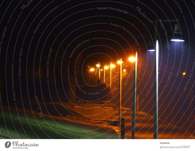 Nachtfarben grün gelb schwarz Laterne Licht Wiese Lampe dunkel Einsamkeit ruhig Rhein Fahrradweg Flussufer Bonn Menschenleer Farbe blau orange Beleuchtung