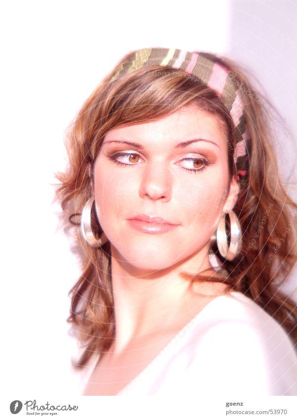 Ohne Titel Frau schön Model Beautyfotografie brünett Schminke Kosmetik Gesicht Ohrringe ausdrucksstark Auge Mund Haare & Frisuren