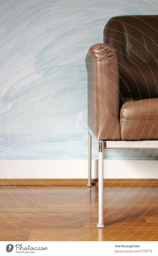 sitzgelegenheit sitzen Sessel Möbel Leder braun Parkett Wand Mauer Design Siebziger Jahre Häusliches Leben living Wohnung Stuhl chorm Bodenbelag Foyer chill out