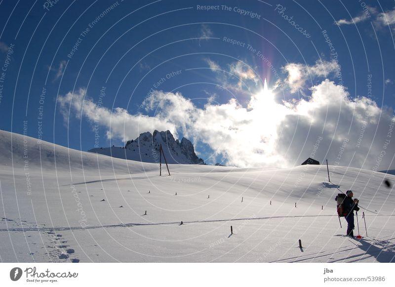 Skitour Ferien & Urlaub & Reisen Winter Berghang Pulver Pulverschnee Wolken Fotograf Skifahrer Rucksack Pause schön Spuren Skifahren Schnee Landschaft