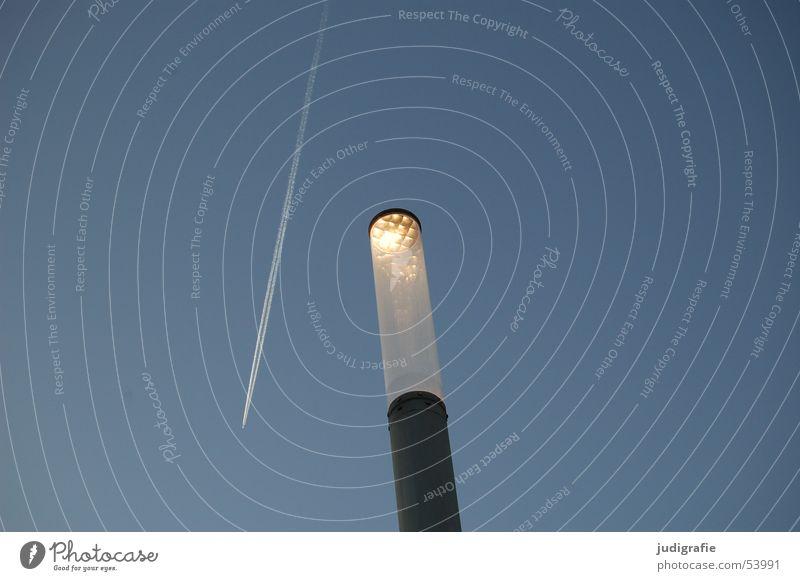 Lichtstreifen Himmel blau Lampe Linie Flugzeug verrückt Streifen Laterne Kondensstreifen Kratzer