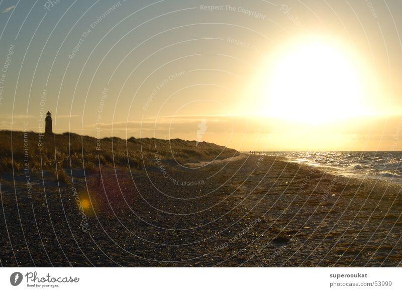 Darsser Westkueste Gegenlicht Strand Meer Brandung Leuchtturm Wolken Lichtfleck Einsamkeit Abendsonne Sonnenuntergang Himmel Stranddüne Natur Blendenfleck