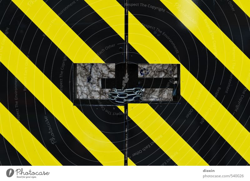 ¡No pasarán! Baustelle Tor Kette Kettenglied Metall Hinweisschild Warnschild Streifen fest Stadt gelb schwarz Schutz Zusammenhalt geschlossen grell Warnfarbe