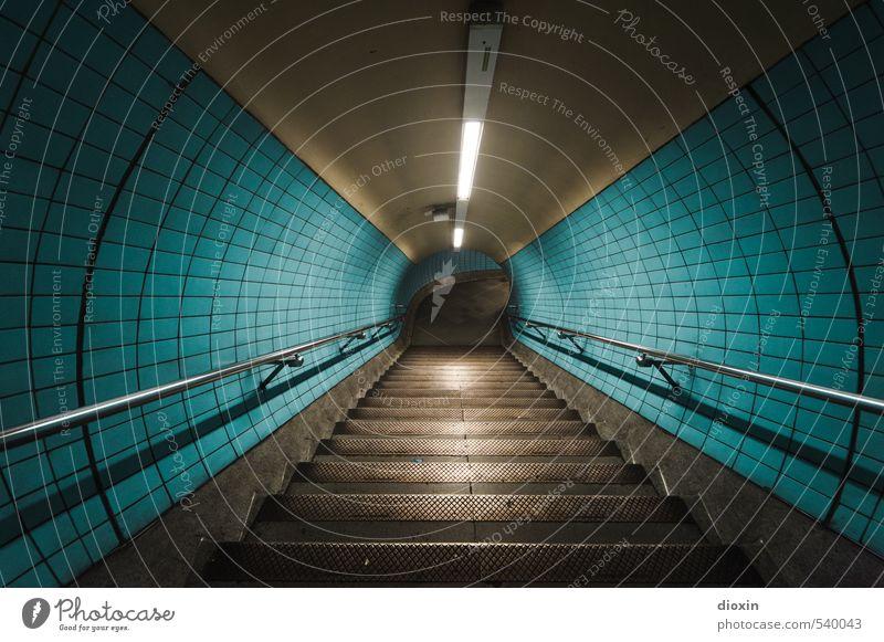 Going Underground Hauptstadt Stadtzentrum Menschenleer Tunnel Bauwerk Architektur Mauer Wand Treppe Treppengeländer Fliesen u. Kacheln Neonlicht Verkehr