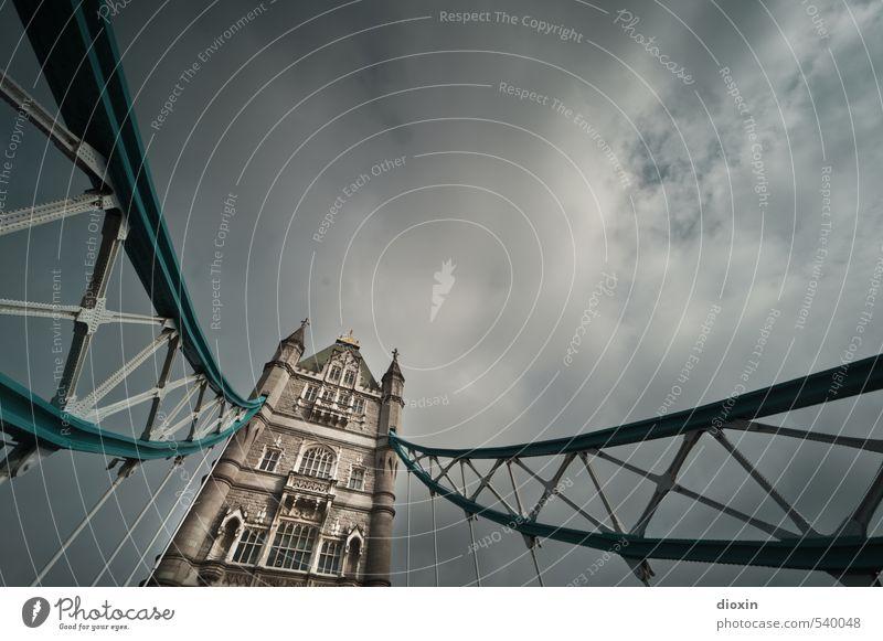 Tower Bridge -2- Ferien & Urlaub & Reisen Tourismus Sightseeing Städtereise Himmel Wolken Gewitterwolken Sonnenlicht Wetter schlechtes Wetter London England