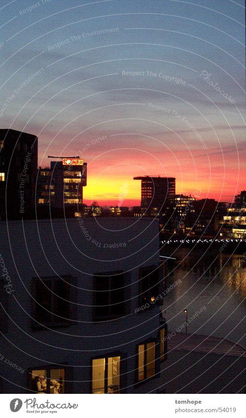 sunset Wasser Himmel Sonne rot ruhig Wolken gelb Freiheit Gebäude Industriefotografie offen Romantik Hafen Gelassenheit Düsseldorf