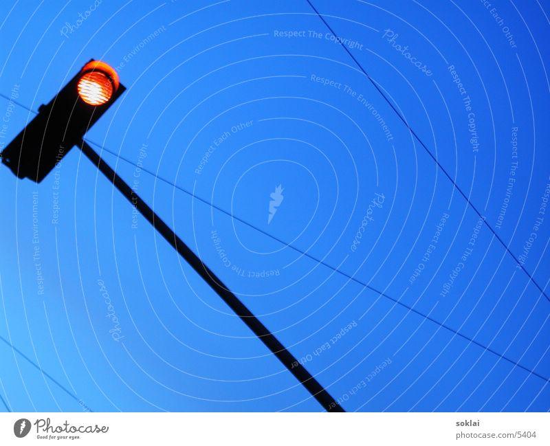 ampel Ampel rot Verkehr rote ampel blau Perspektive