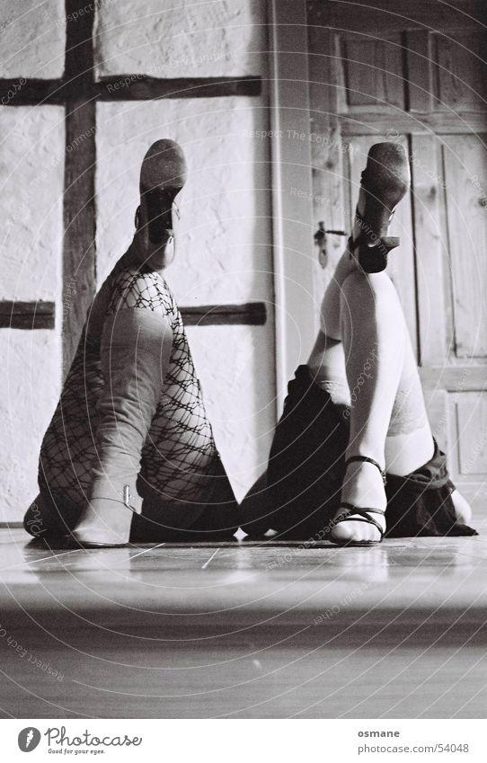 von hinten! Frau Fuß Beine Schuhe Tür Bodenbelag Netz Stiefel Strümpfe Damenschuhe Sandale Fachwerkfassade Strapse