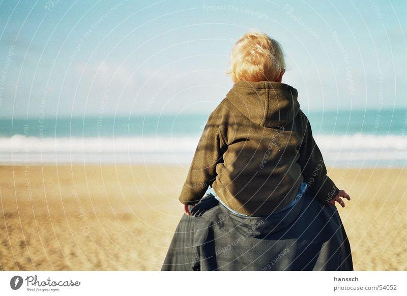 Blick aufs Meer Strand Frankreich Vater Sohn Aussicht Ferne Außenaufnahme atlantikküste longville Wasser Vatertag
