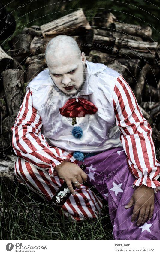 Alte Zeit Rauschmittel Alkohol Clown Arbeitslosigkeit Feierabend Mensch maskulin Bühne Puppentheater Show Bekleidung Glatze Denken Traurigkeit verblüht