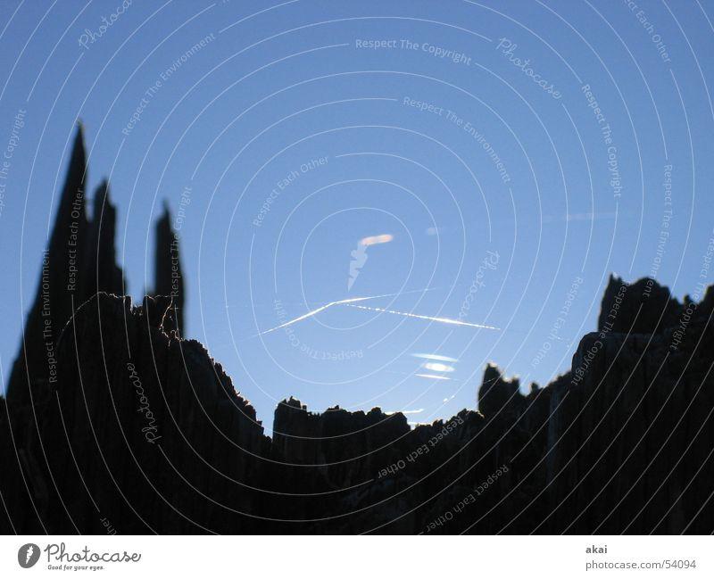 Lichterspiel am Schauinsland Himmel Baum Sonne blau Sturm Ruine Baumstamm Spinne Spinnennetz himmelblau Schwarzwald Orkan Spinngewebe Baumruine