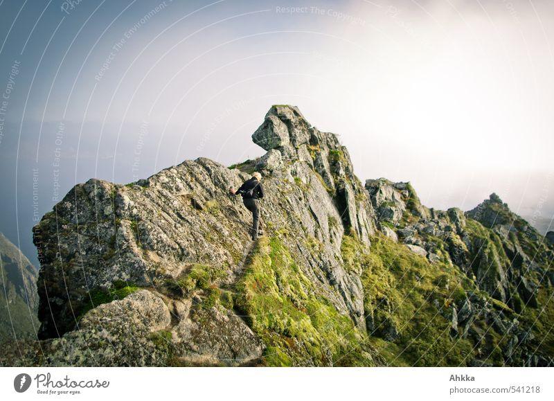 Gratwanderung Natur Jugendliche Ferien & Urlaub & Reisen Junge Frau Landschaft Ferne Berge u. Gebirge Leben feminin Freiheit Felsen Zufriedenheit Tourismus