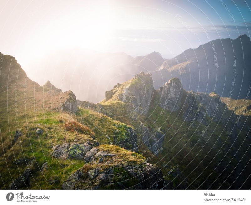 Gratwanderung II Farbe Wolken Ferne Berge u. Gebirge Umwelt Wege & Pfade Freiheit Stimmung Nebel wandern ästhetisch Perspektive Ausflug Zukunft Abenteuer