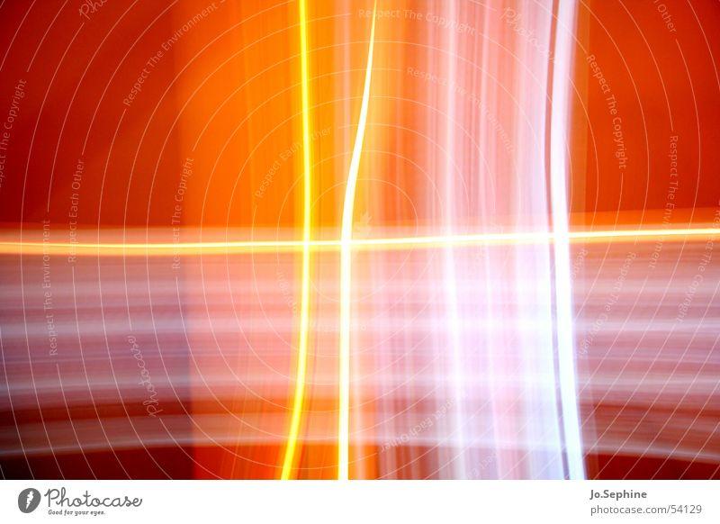 Cross of Light weiß Farbe Linie orange Design leuchten abstrakt Kreuz durchsichtig innovativ Lichtspiel Illusion kreuzen gekreuzt Farbenspiel Langzeitbelichtung