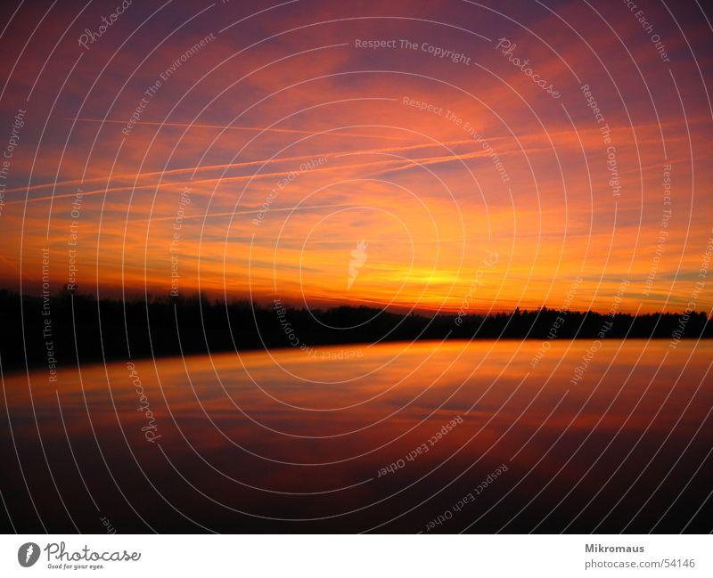 So schön ist es im Schwabenland Sonnenuntergang Abend Abenddämmerung Morgen Sonnenaufgang Himmel Licht Reflexion & Spiegelung rot Wolken See Autodach Abendsonne