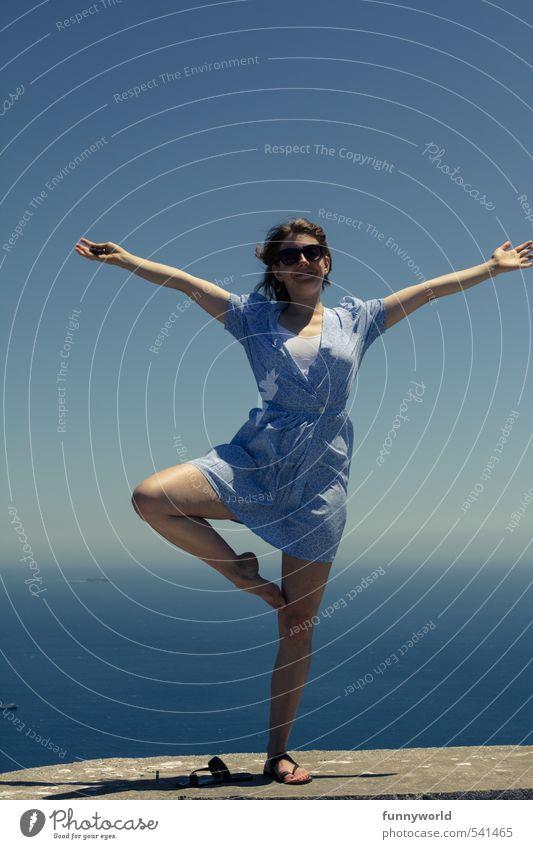 Das Leben ist schön! Mensch Himmel Jugendliche Ferien & Urlaub & Reisen blau Wasser Sommer Sonne Junge Frau Freude 18-30 Jahre Erwachsene Erotik feminin Glück