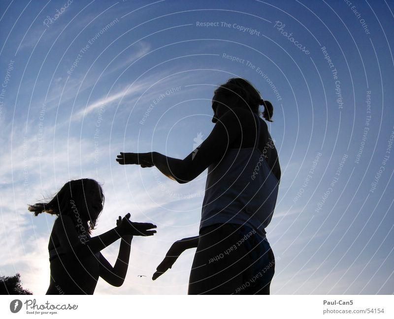 Licht Schatten 2 Sonnenuntergang Kind Mädchen Frau Mutter Spielen Zusammenhalt Freude Liebe Wasser Himmel Fluss silouette alleinerziehend Energiewirtschaft