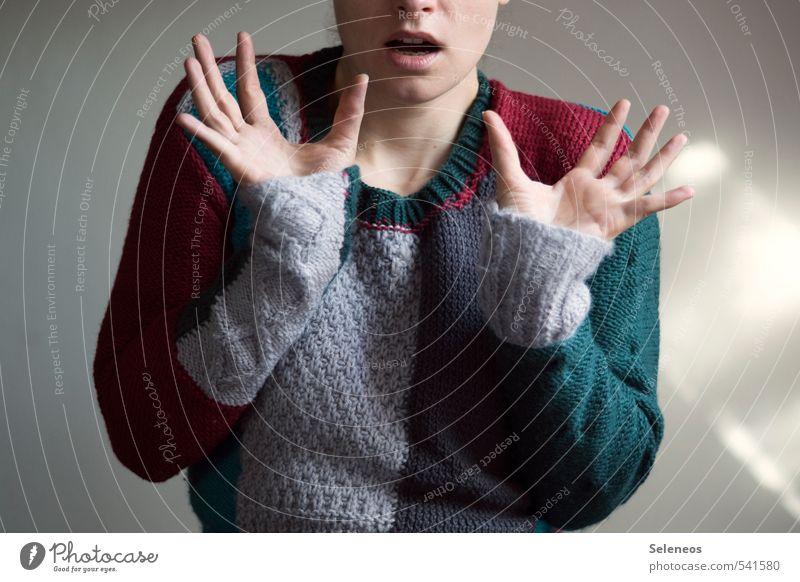 winterfest machen Mensch feminin Frau Erwachsene Mund Lippen Hand 1 Winter Mode Bekleidung Pullover Strickpullover kalt erstaunt gestrickt Wolle Wollpullover