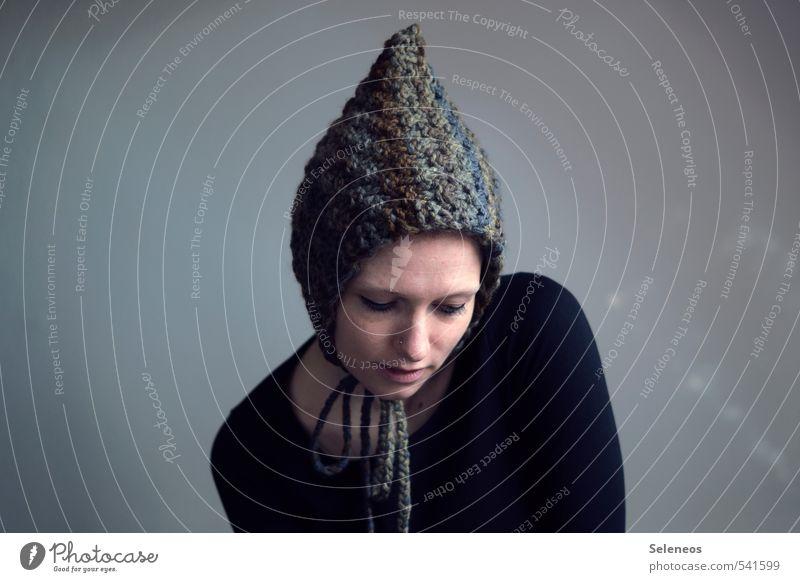 Wichtelmütze Mensch Frau Winter Gesicht Erwachsene kalt Wärme feminin Mode Freizeit & Hobby Bekleidung weich Mütze frieren Pullover Accessoire