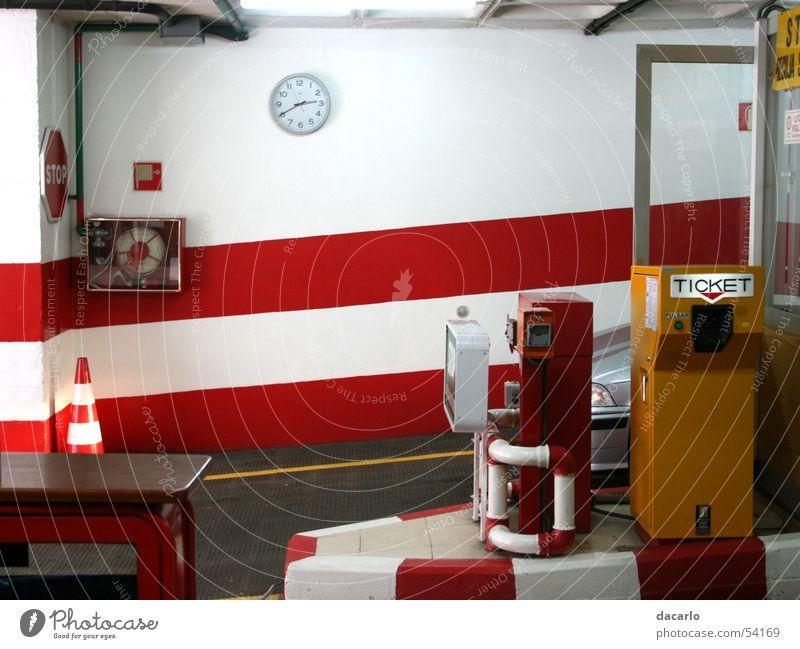 Tiefgarage Garage rot London Underground PKW