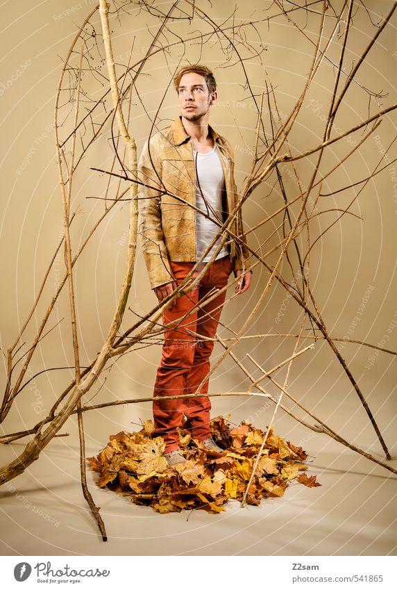 Fall 2013 Lifestyle elegant Stil maskulin Junger Mann Jugendliche Mensch 18-30 Jahre Erwachsene Herbst Sträucher Ast Blatt Herbstlaub Mode T-Shirt Lederjacke
